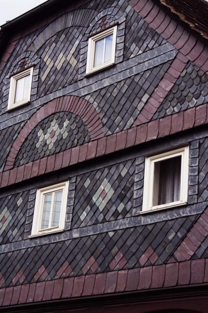 Slate tiles on a house in Großschönau Schieferhaus